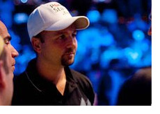 Daniel Negreanu chatting in the crowd