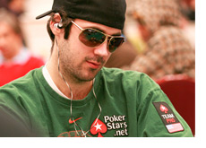 Jason Mercier in a green shirt - Shooting_Star_2010/10K_Day_1a Tournament