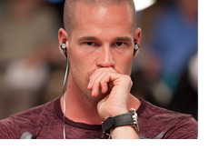 Patrik Antonius - Hand over his mouth and deep thoughts
