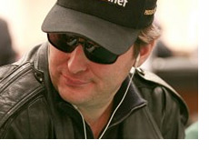 Phil Hellmuth looks to the side - Another close finish at the World Series of Poker