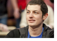 Tom Dwan looking up - Close to another WSOP bracelet but no cigar