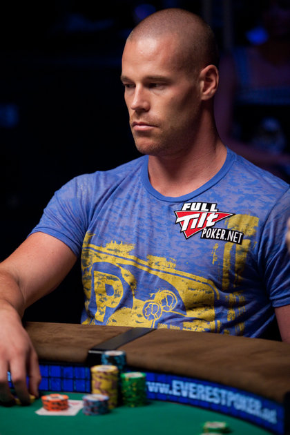 Poker Face - Patrik with an emotionless stare at the WSOP 2010 - Wearing a blue t-shirt and a Full Tilt Poker logo