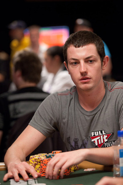 Tom Dwan at the World Series of Poker 2010 - Wearing a gray Full Tilt t-shirt